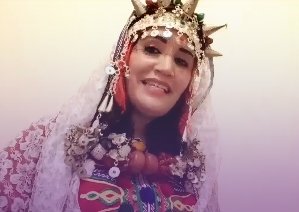 A screen capture of activist Balti Zaina, from the video embedded below, where she addresses the struggles of Amazigh women in the south of Morocco.